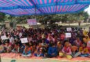 सिवान: शिक्षकों के सामूहिक तबादले व एमडीएम की जांच को ले ग्रामीण अनिश्चितकालीन अनशन पर