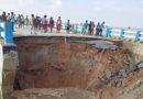 गोपालगंज में 264 करोड़ की लागत से बना सत्तरघाट महासेतु आज पानी के दबाव से हो गया ध्वस्त