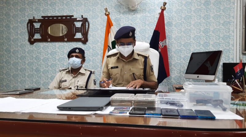 गोपालगंज नगर थाना पुलिस ने लूटपाट करने वाले गिरोह के 5 बदमाश को हथियार समेत किया गिरफ्तार